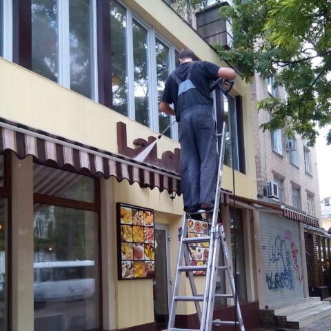 Мытье маркизов, козырьков, тентов, зонтов в Одессе